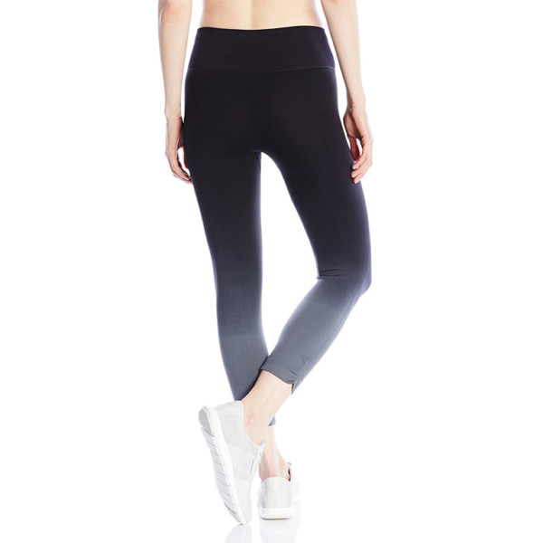 brushed-seamless-legging-manufacturer-supplier-thygesen-textile-vietnam
