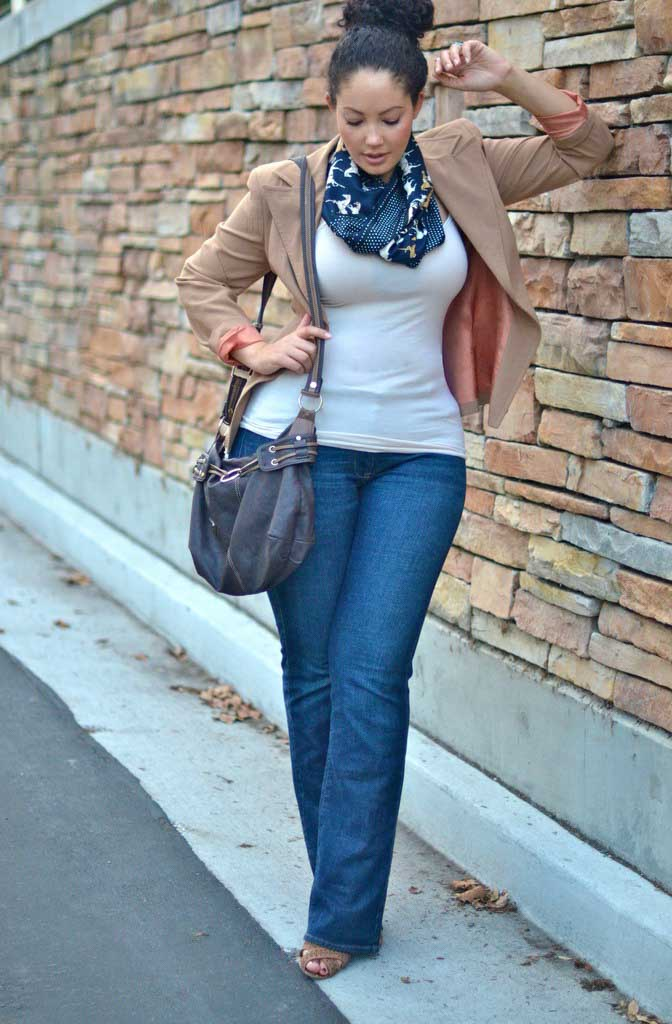 Tank top and flare jeans/via