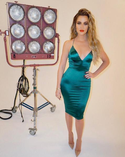 Khloe Kardashian recently made fans green with envy when she posed in a dramatic emerald bodycon dress.